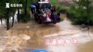 520最霸气婚车!因暴雨积水 男子用铲车迎