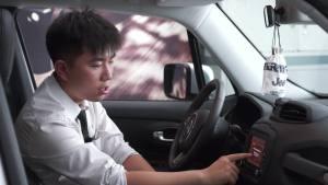 一键蓝牙连接 Jeep自由侠用中控屏玩转手机并不难
