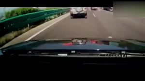 在高速上遇到堵车,司机必学的保命经验