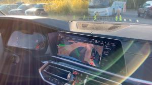 全新BMW X5居然能沿原路倒回,这个功能太强大