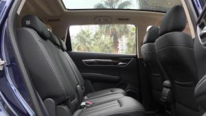 月销量保持破万 宋MAX奢适的空间表现7座SUV不能比