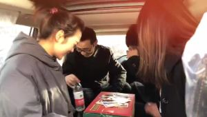 """服气!大冷天在新远景SUV的后备箱打牌实在是""""6""""的"""