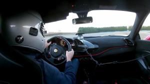 法拉利488 Pista赛道狂飙 速度快的最后直接狂漂移了