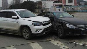 开车发生交通事故一定别慌,第一时间这样处理最好