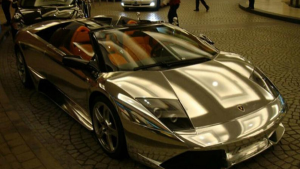 迪拜最壕富二代,开2亿豪车挂一亿车牌,狂甩王思聪