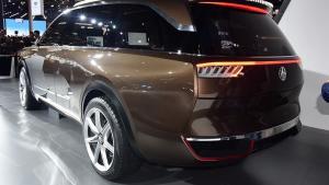 """国产再造""""揽胜级""""的SUV,续航高达1千公里,车标能"""