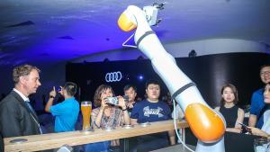 奥迪机器人倒酒撒了?这才是德国啤酒正宗喝法