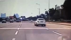 这位50岁大姐姐将车开得飞上了天