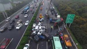公路开车应对技巧:对付大货车三招制胜!