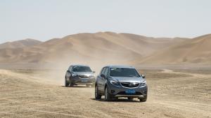 开辆别克城市SUV穿新疆58度高温无人区