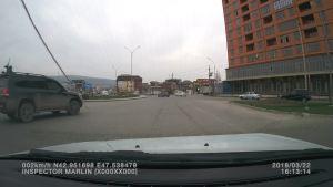看到旁边的汽车刹车后 就不要加速了