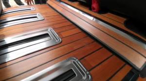 改个车:艾力绅改装,加入木地板脚垫,魅力不减!
