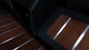 改个车:大众T6内饰改装,木地板施工现场可以了解一下!