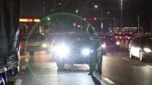 没有开远光,为什么对向来车还频繁闪灯,别被骂了