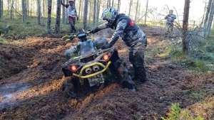 这种四个轮子的摩托车厉害了!为了征服沼泽泥地而生