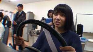 萌妹子考驾照,丈夫提前准备好修车钱,教练:回家吧