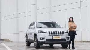 换掉眯眯眼更越野 美女体验2019款Jeep自由光