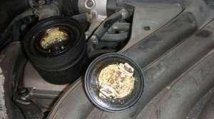 加机油时机油桶盖那片锡纸掉进缸里怎么办?有危害吗