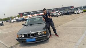 开着一辆80年代的BMW 看F1比赛是一种什么体验?