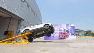 荣威RX3螺旋翻滚碰撞试验