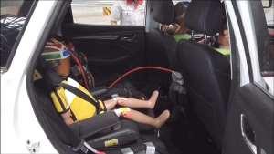 荣威RX3一体式儿童安全座椅公开螺旋翻滚测试
