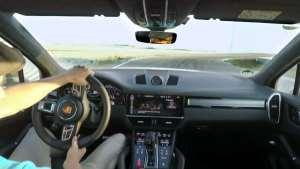 卡宴Turbo S E-Hybrid挑战哥特兰赛道