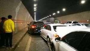 新手隧道开车出事故要怎么处理?这几点很重要,别做错了