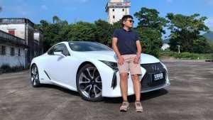105车评 穿短裤开跑车,有钱人的枯燥生活是什么样的?