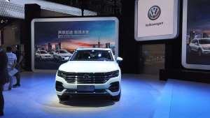没有新车就猛推旗舰,数数大众途锐车身正面的高科技