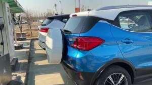 抢鲜看:比亚迪元EV对比比亚迪宋EV,元EV小书包增加车身长度