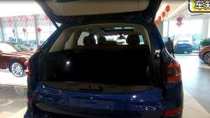 实拍宝马X5|后备箱地台较高空间被压缩,好在第二排座椅可放倒!