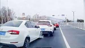 警惕!无视交通规则乱变道,导致交通事故