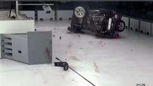 Jeep牧马人碰撞测试