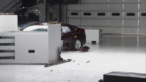 2013款蒙迪欧IIHS 25%正面重叠碰撞测试