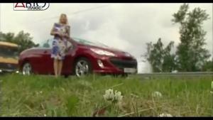 马路上的焦点 美女主持人试驾标致308CC