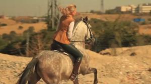 标致2008精彩演绎 美人与马的故事
