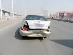 前车司机为看路牌减速 遭遇后车追尾