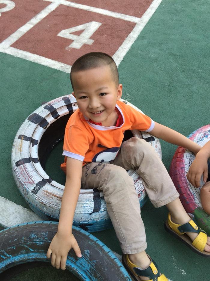 【【原创】幼儿园废旧轮胎游戏】